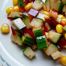 Komkommerblokjes-salade