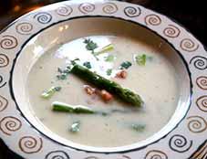 Soep-van-groene-en-witte-asperges
