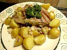 Tonijnsteak-met-warme-aardappelsalade1